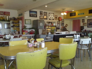 Interieur des MidPoint Cafe an der Route 66.
